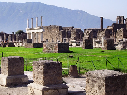 The old buildings and pillars in Pompeii