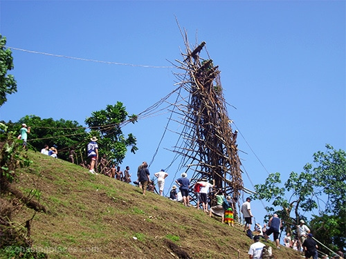 A crowd gathering around the Land Diving Tower
