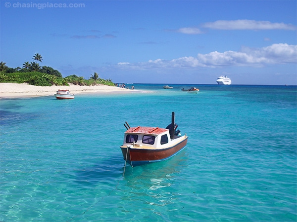 One of the little boats you can take to tour around the island.