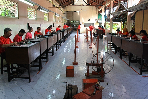 A tiny silver factory you can check out for free in Kota Gede, Yogyakarta