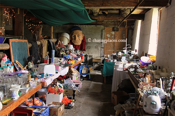 There is a broad range of souvenir items and handy toys inside the flea market.