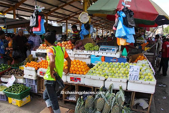 Touring around colombo 39 s attractions chasing places for Pettah market colombo