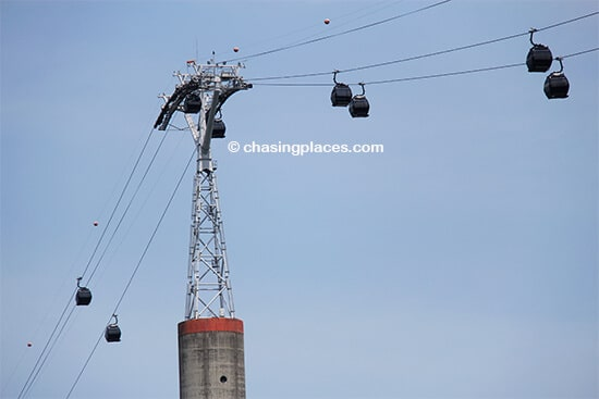 The scenic Singapore Cable Car heading to Sentosa Island