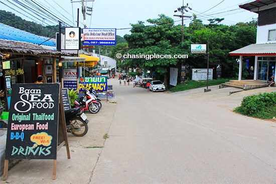 The main road leading through Kantiang Town
