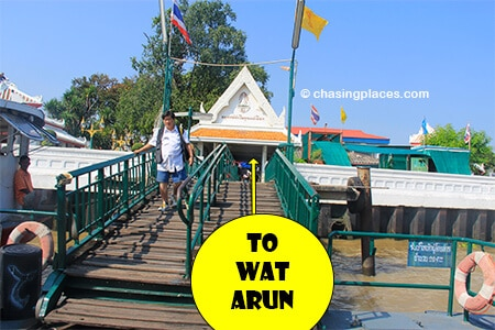 Once the ferry docks, disembark and then go straight and then left to reach Wat Arun