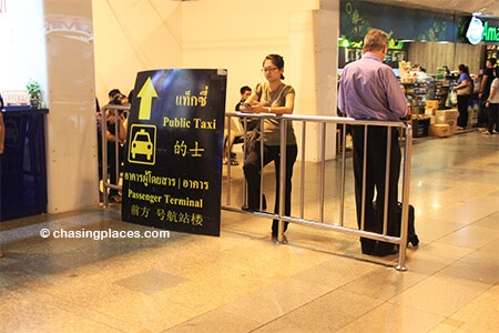 There are a few clear signs as you approach the public taxi area of Don Mueang International Airport