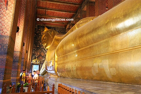 The famous reclining Buddha in Wat Pho, Bangkok