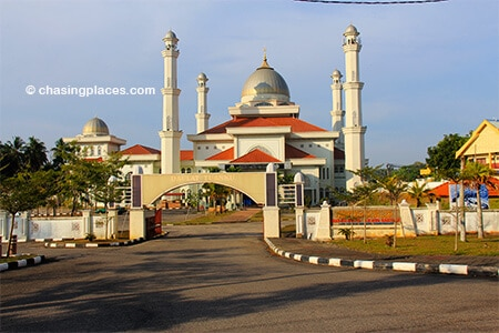 You will see this mosque to your right as you head towards the Jetty to Kapas