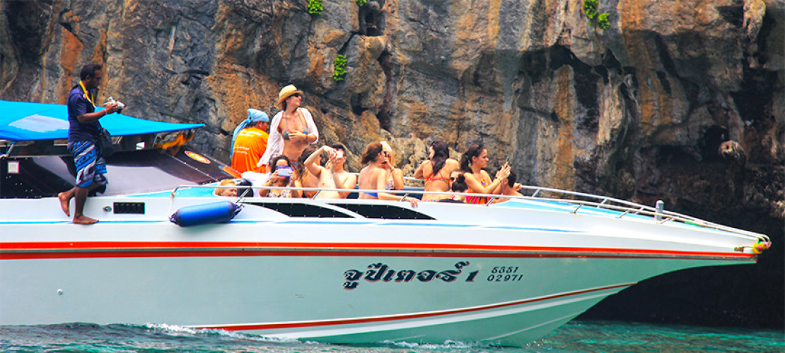 How to Go Island Hopping within the Koh Phi Phi Archipelago