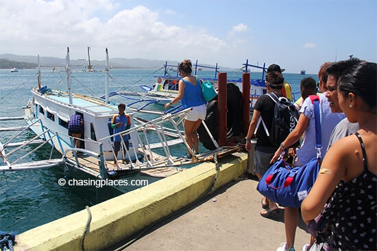 Passengers-boarding-at-Caticlan-Jetty-enroute-to-Boracay