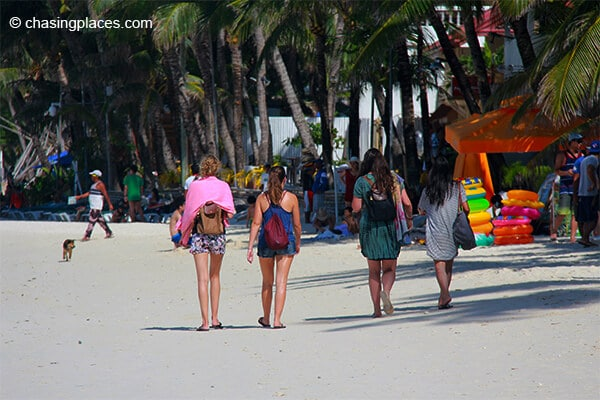 Take a stroll down White Beach if you need to find a boat operator.