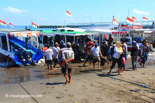 Tourists and locals arriving at bangsal harbour from gili T