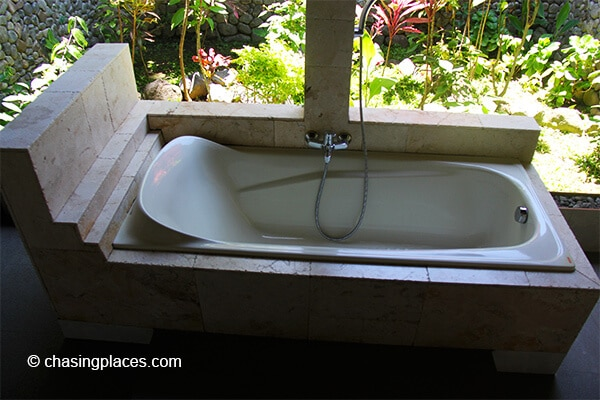 The outdoor bathtub is a great-addition to the rooms at Rinjani Lodge